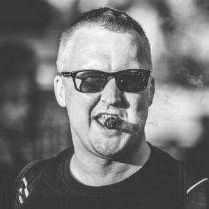 Prodiuseris ir vadybininkas su bosine gitara - Justas Čekuolis